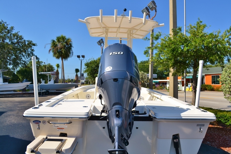 Thumbnail 4 for New 2017 Pathfinder 2200 TRS Bay Boat boat for sale in Vero Beach, FL