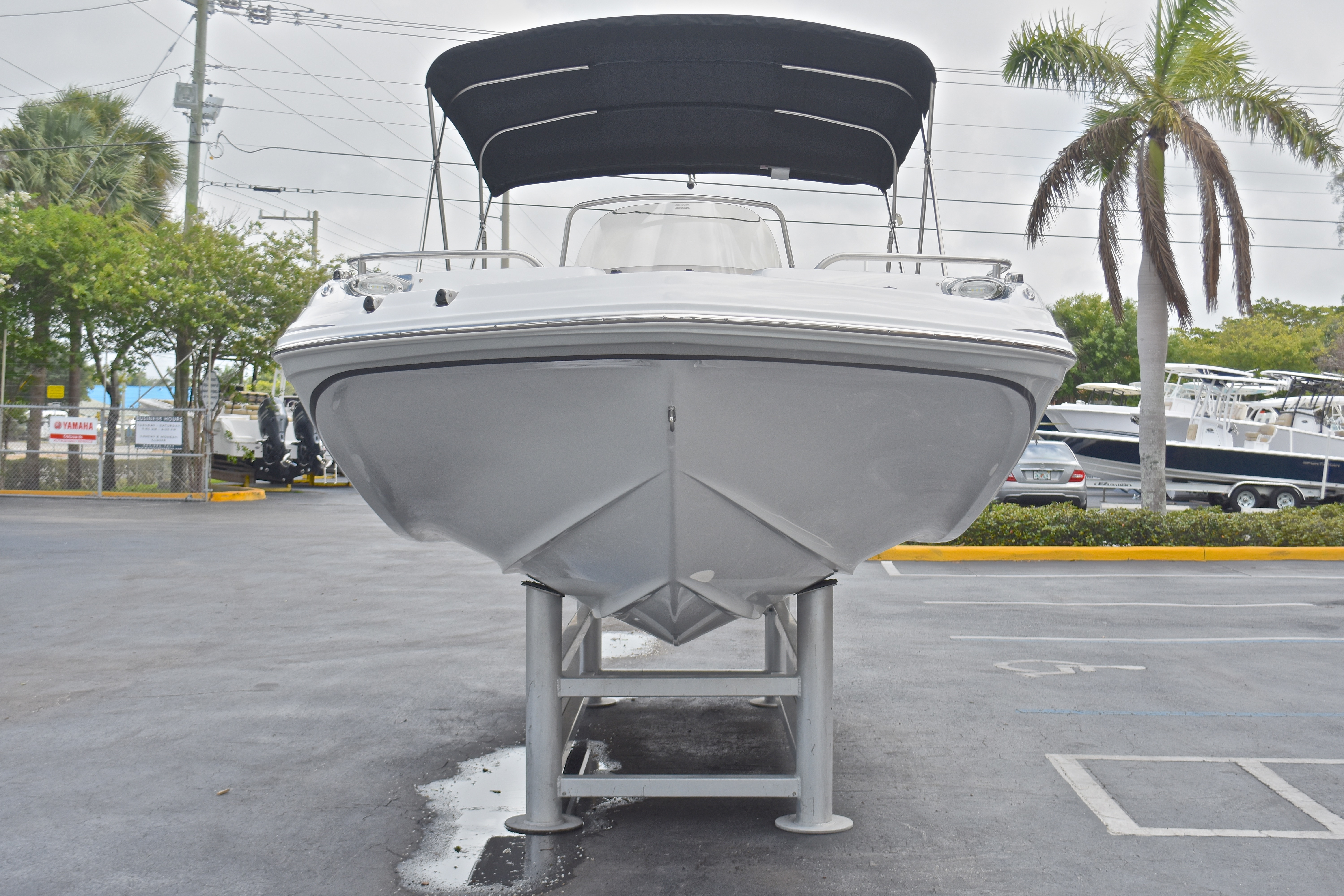 Thumbnail 4 for New 2017 Hurricane SunDeck Sport SS 211 OB boat for sale in West Palm Beach, FL