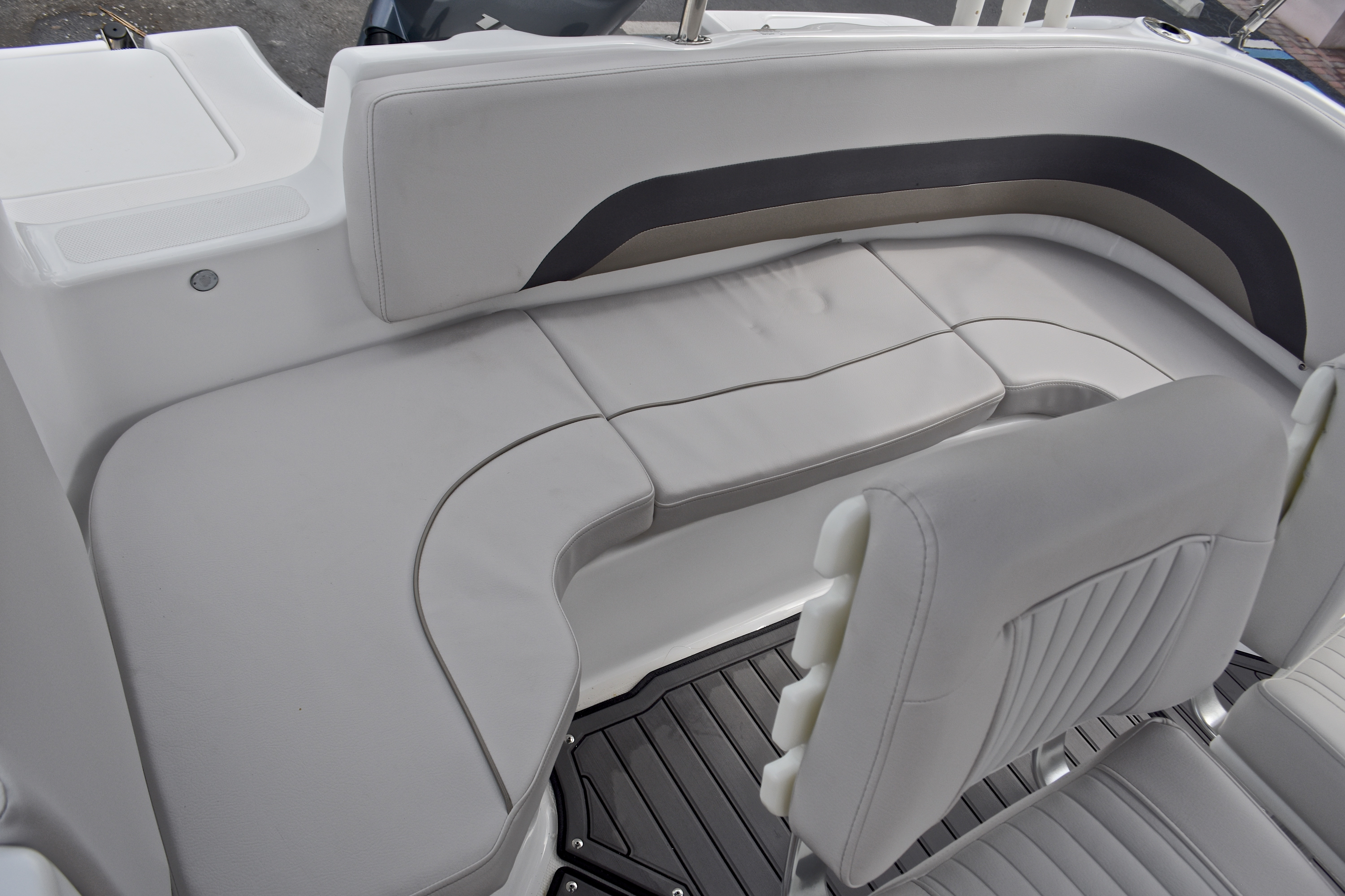 Thumbnail 11 for New 2017 Hurricane SunDeck Sport SS 211 OB boat for sale in West Palm Beach, FL