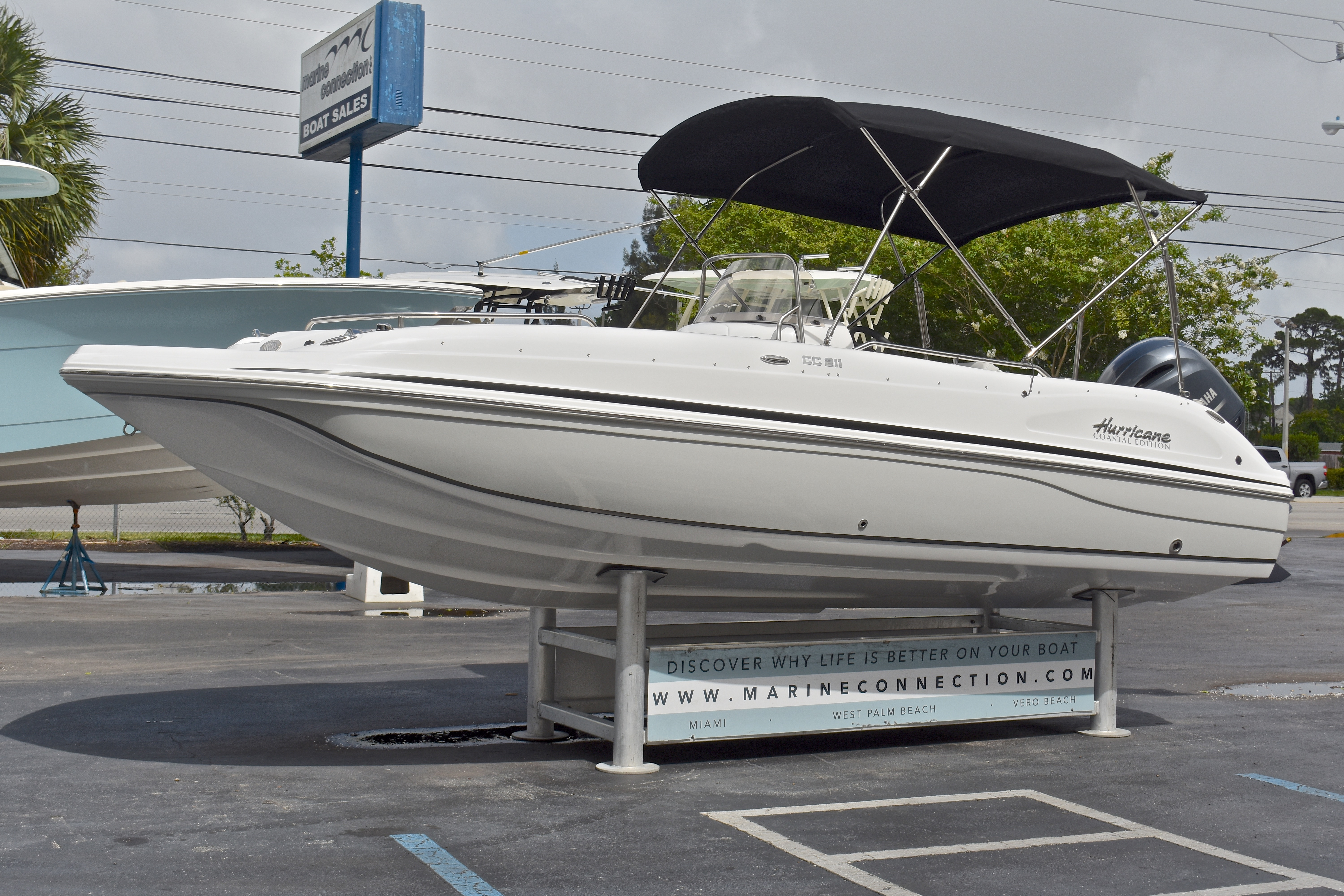 Thumbnail 18 for New 2017 Hurricane SunDeck Sport SS 211 OB boat for sale in West Palm Beach, FL