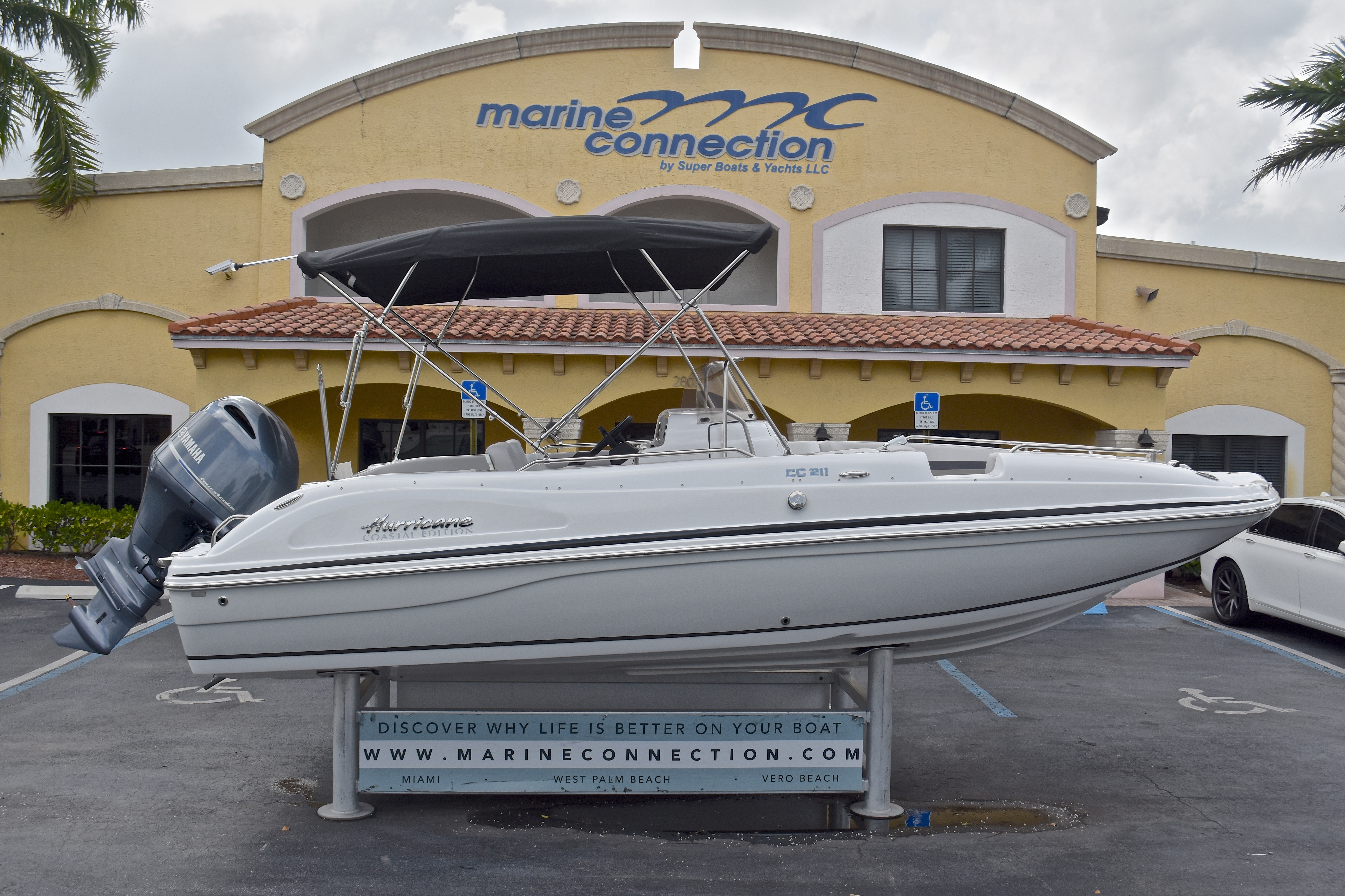 Thumbnail 1 for New 2017 Hurricane SunDeck Sport SS 211 OB boat for sale in West Palm Beach, FL