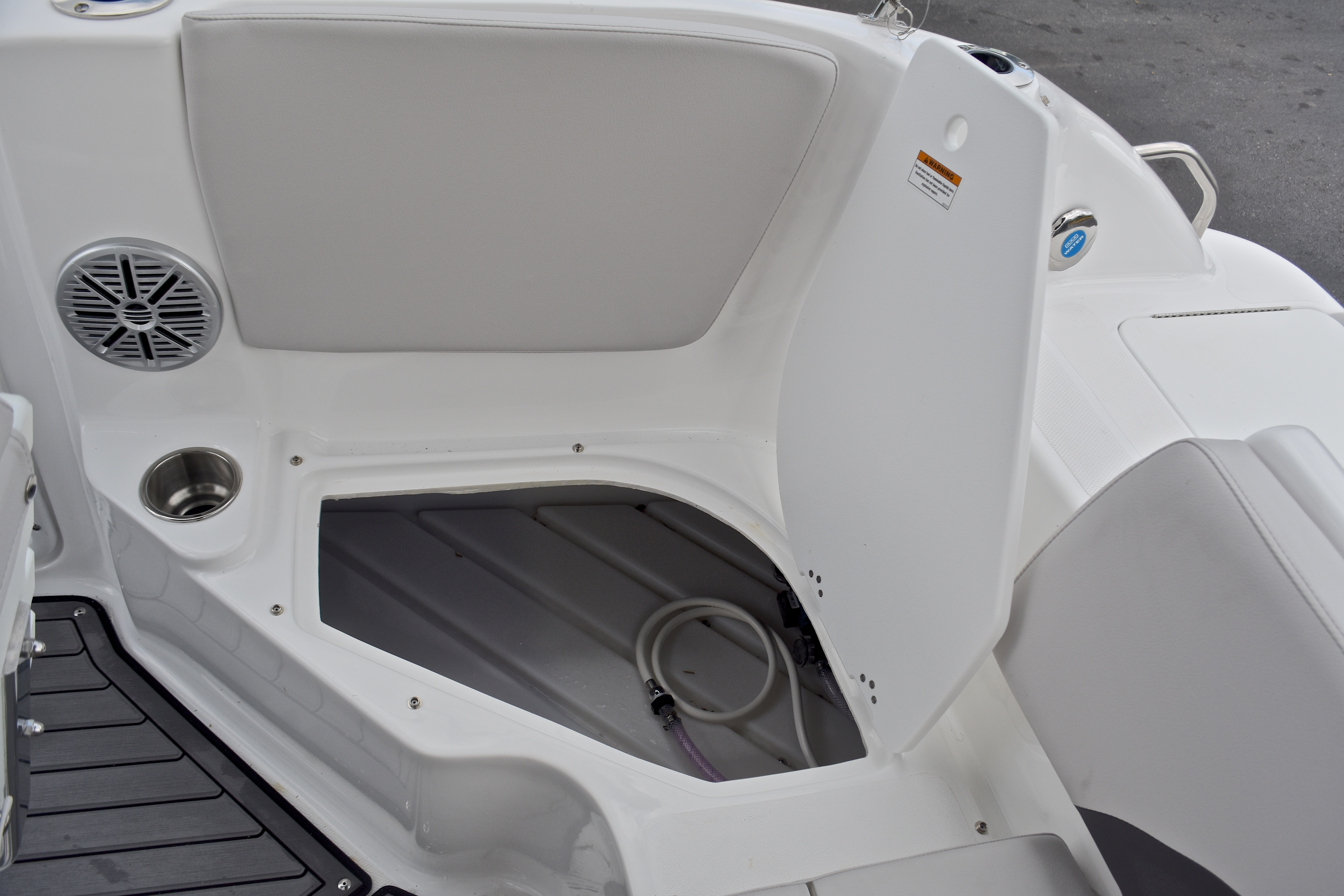 Thumbnail 43 for New 2017 Hurricane SunDeck Sport SS 211 OB boat for sale in West Palm Beach, FL