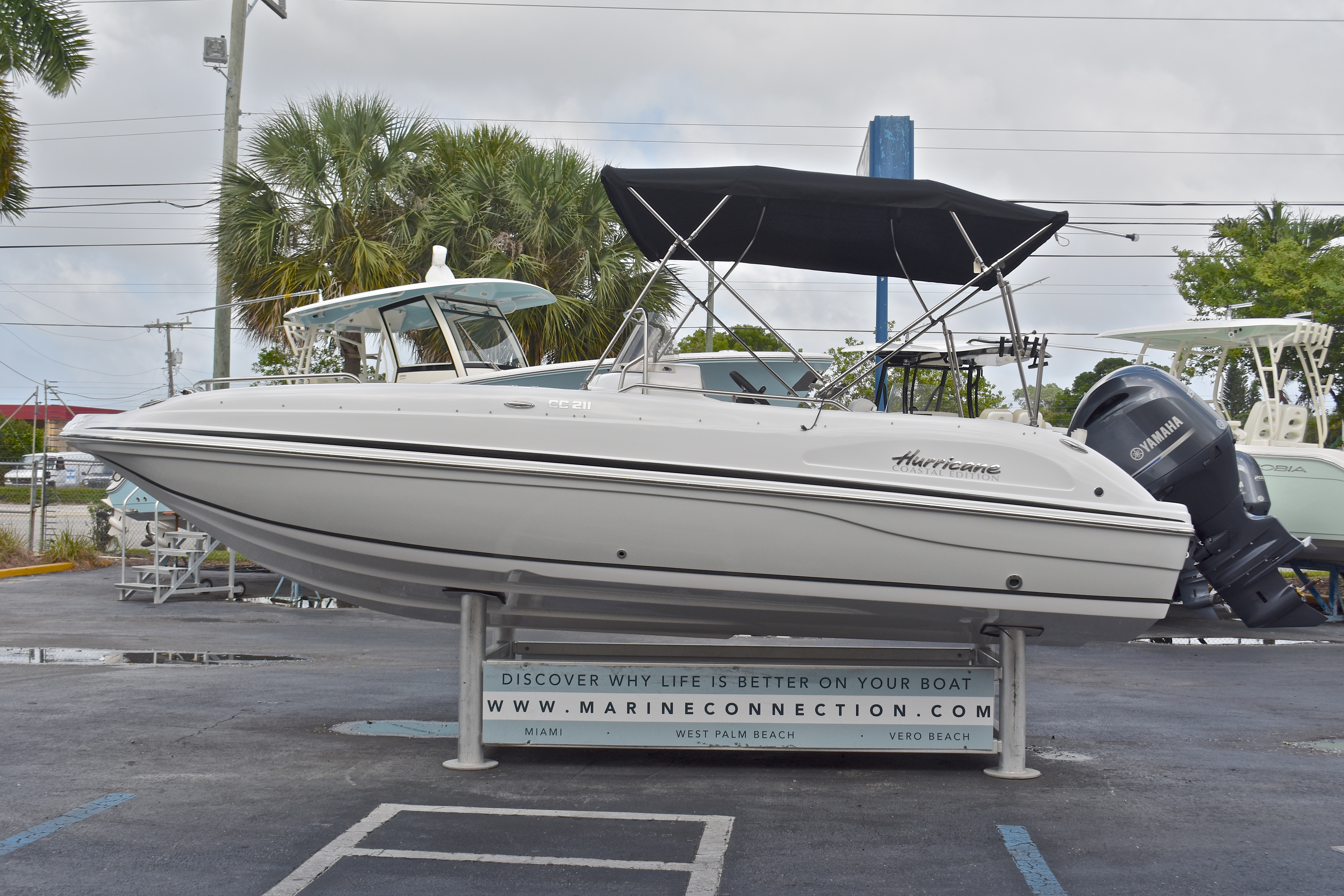 Thumbnail 40 for New 2017 Hurricane SunDeck Sport SS 211 OB boat for sale in West Palm Beach, FL