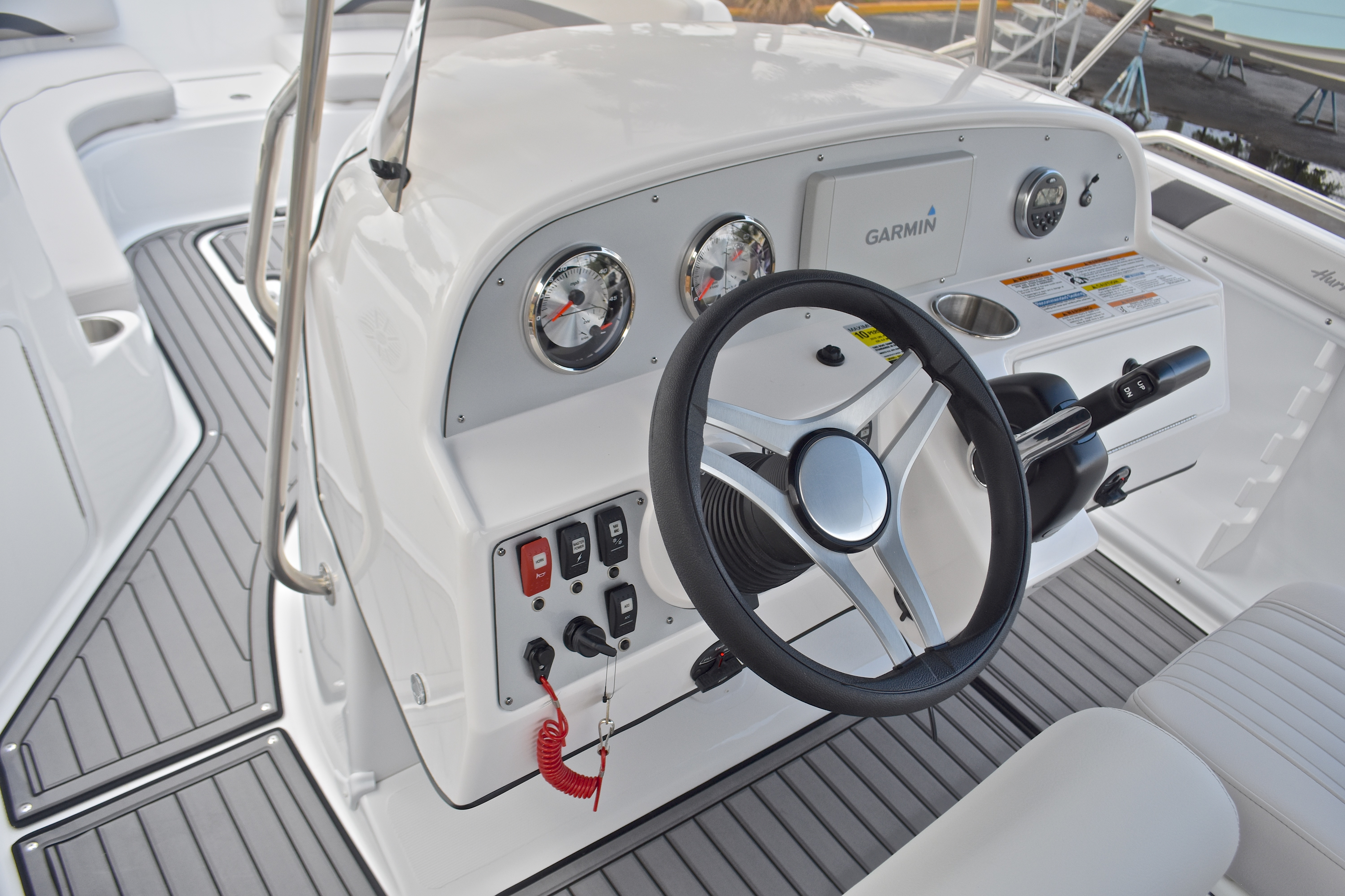 Thumbnail 44 for New 2017 Hurricane SunDeck Sport SS 211 OB boat for sale in West Palm Beach, FL