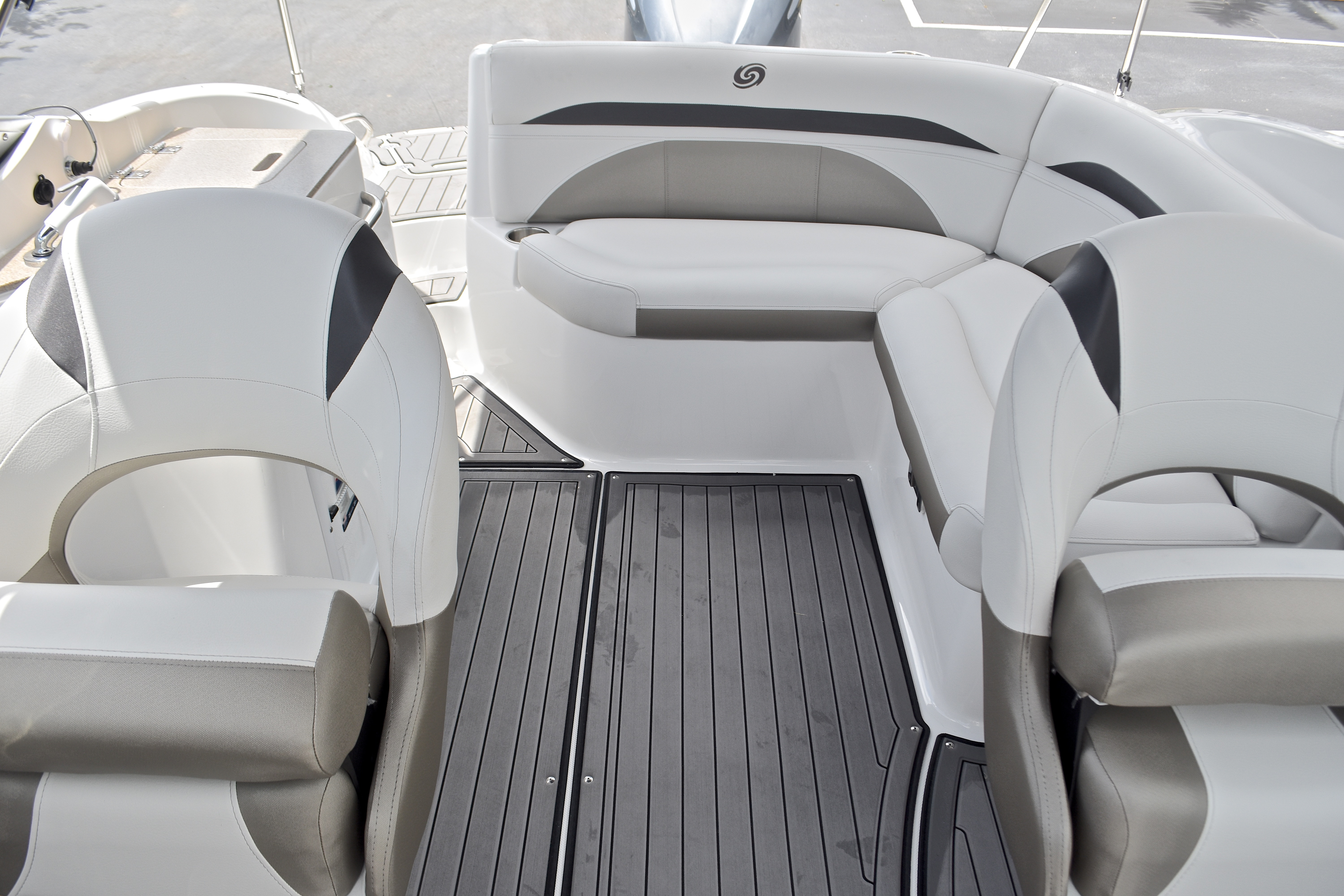 Thumbnail 15 for New 2017 Hurricane SunDeck SD 2400 OB boat for sale in West Palm Beach, FL