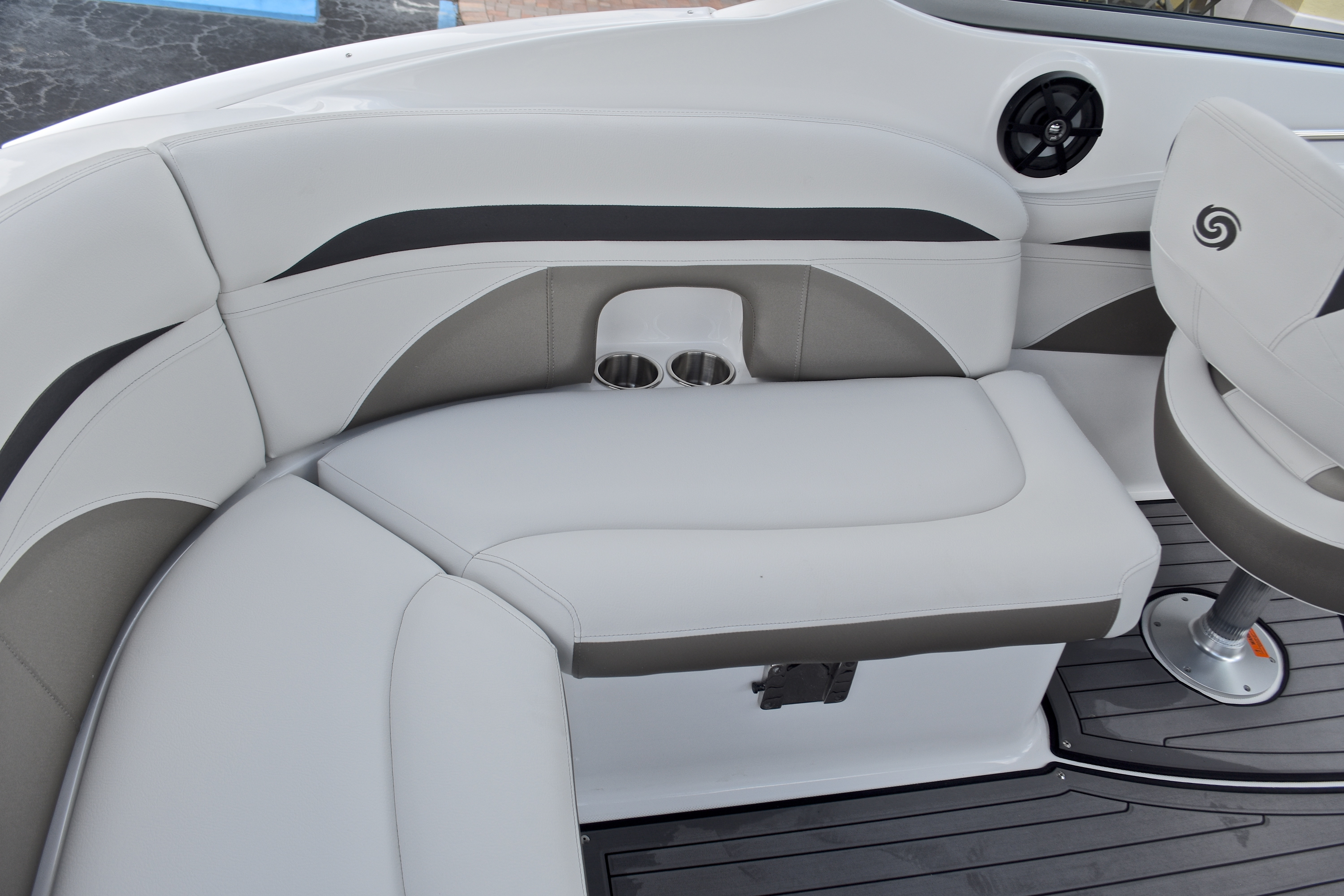 Thumbnail 26 for New 2017 Hurricane SunDeck SD 2400 OB boat for sale in West Palm Beach, FL