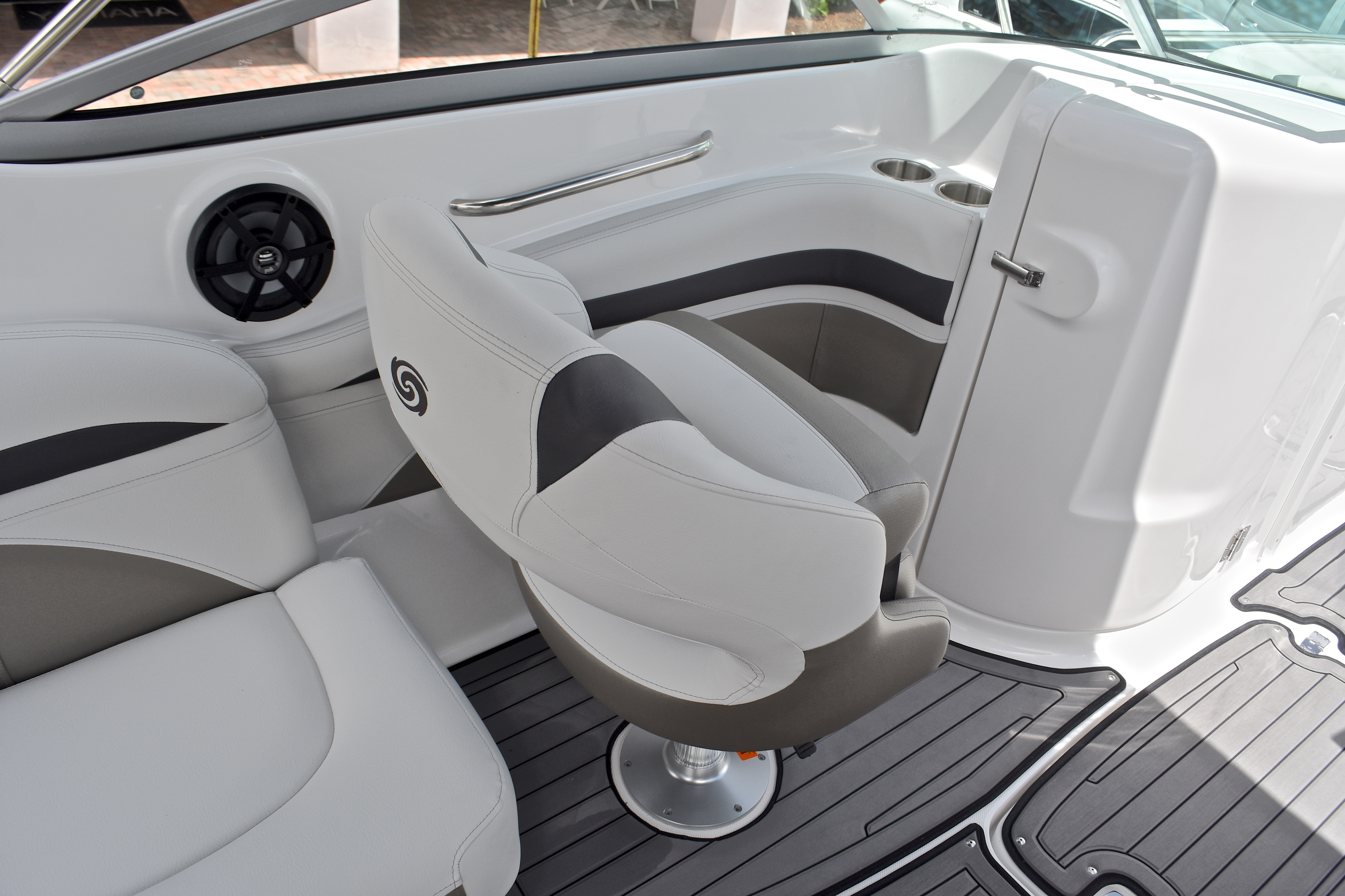 Thumbnail 35 for New 2017 Hurricane SunDeck SD 2400 OB boat for sale in West Palm Beach, FL