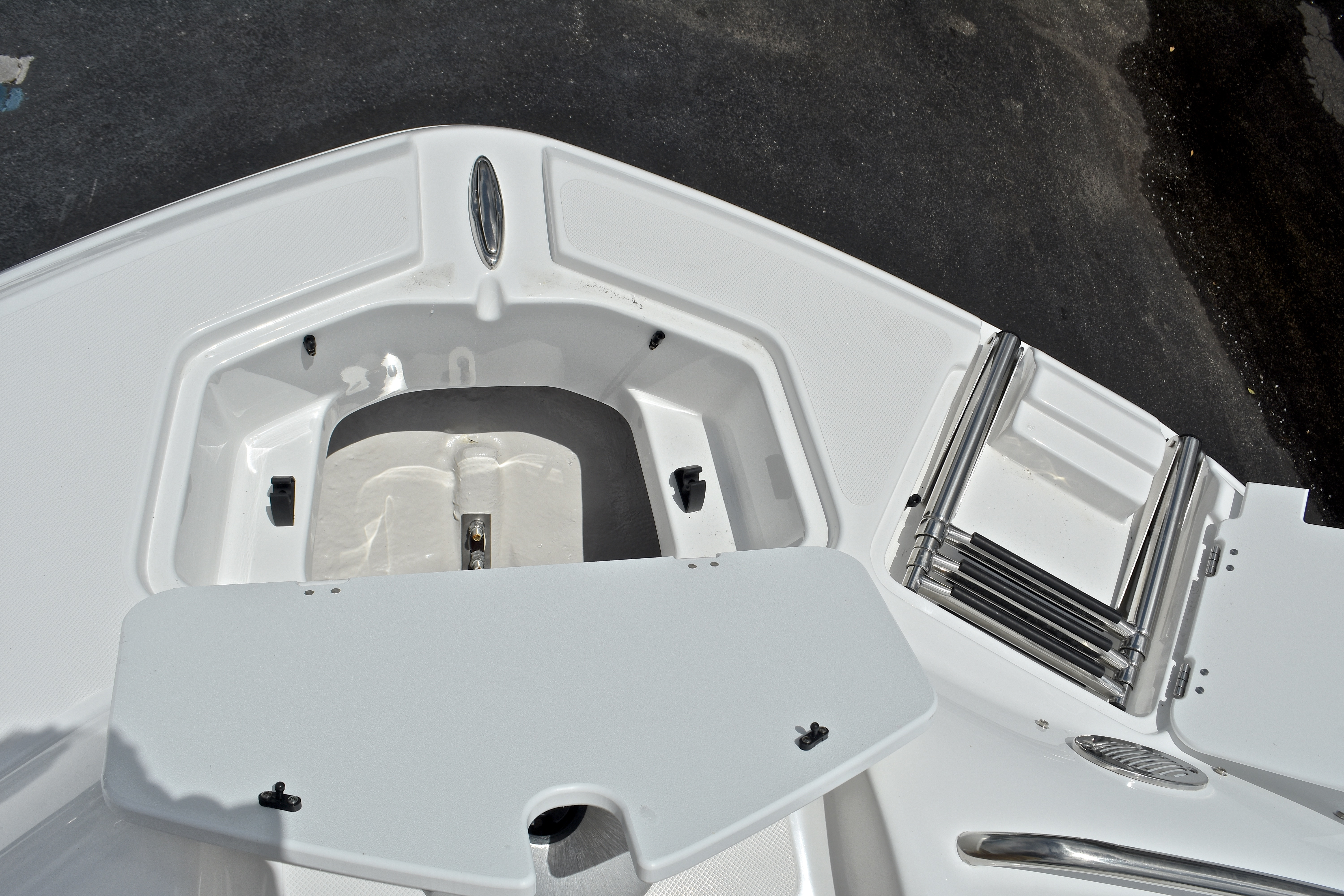 Thumbnail 65 for New 2017 Hurricane SunDeck SD 2400 OB boat for sale in West Palm Beach, FL