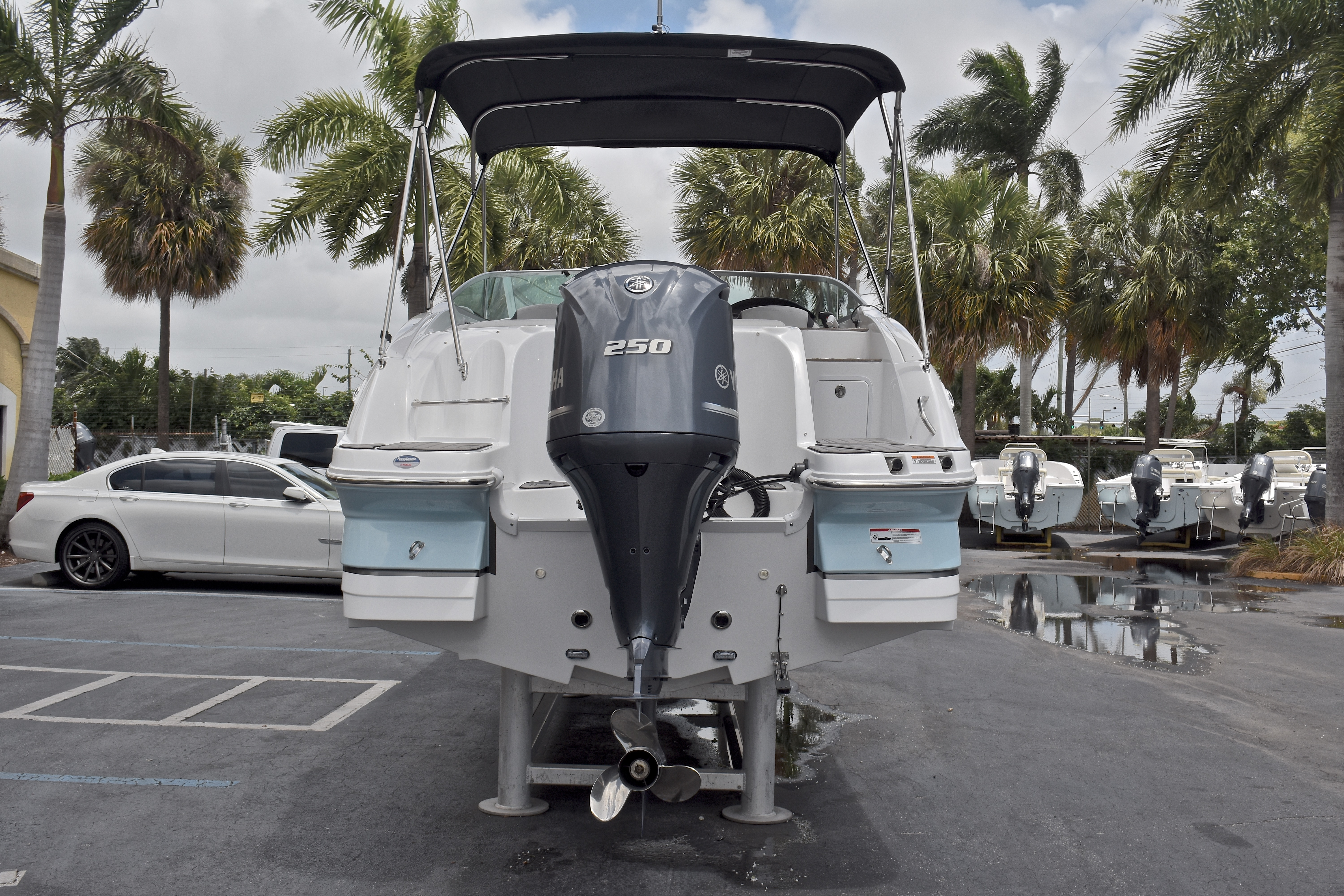 Thumbnail 8 for New 2017 Hurricane SunDeck SD 2400 OB boat for sale in West Palm Beach, FL
