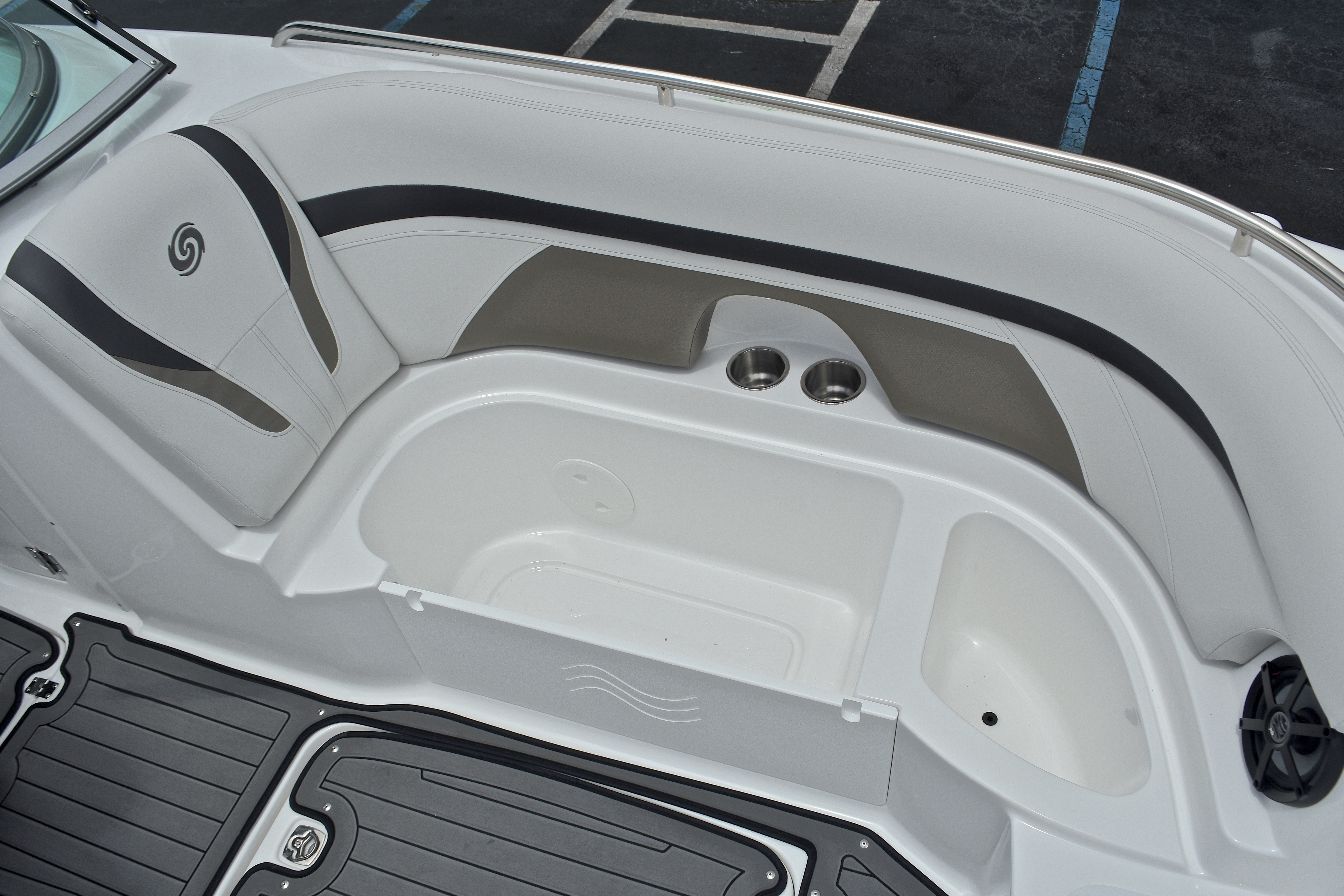 Thumbnail 59 for New 2017 Hurricane SunDeck SD 2400 OB boat for sale in West Palm Beach, FL