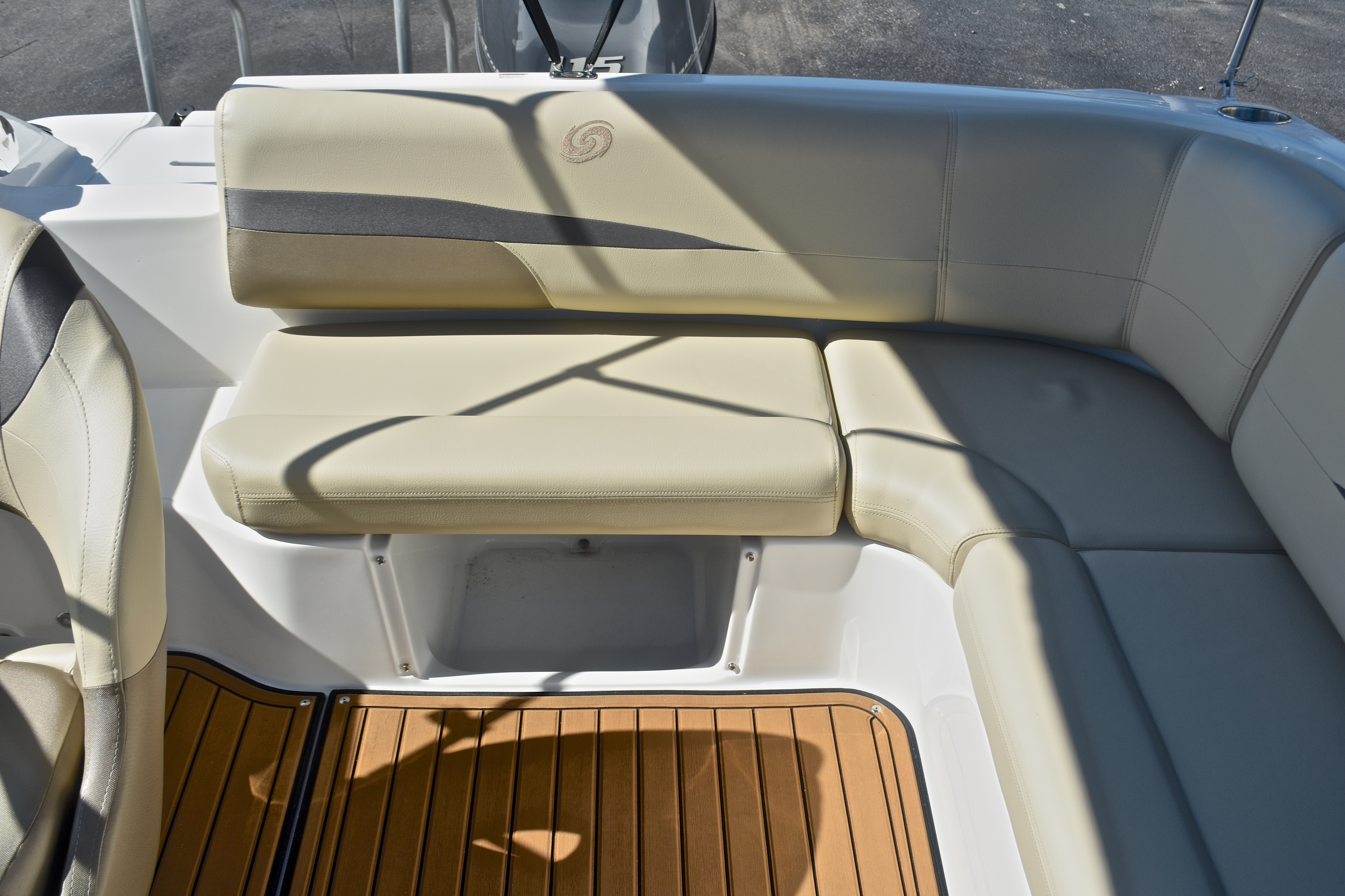 Thumbnail 19 for New 2017 Hurricane SunDeck SD 187 OB boat for sale in West Palm Beach, FL