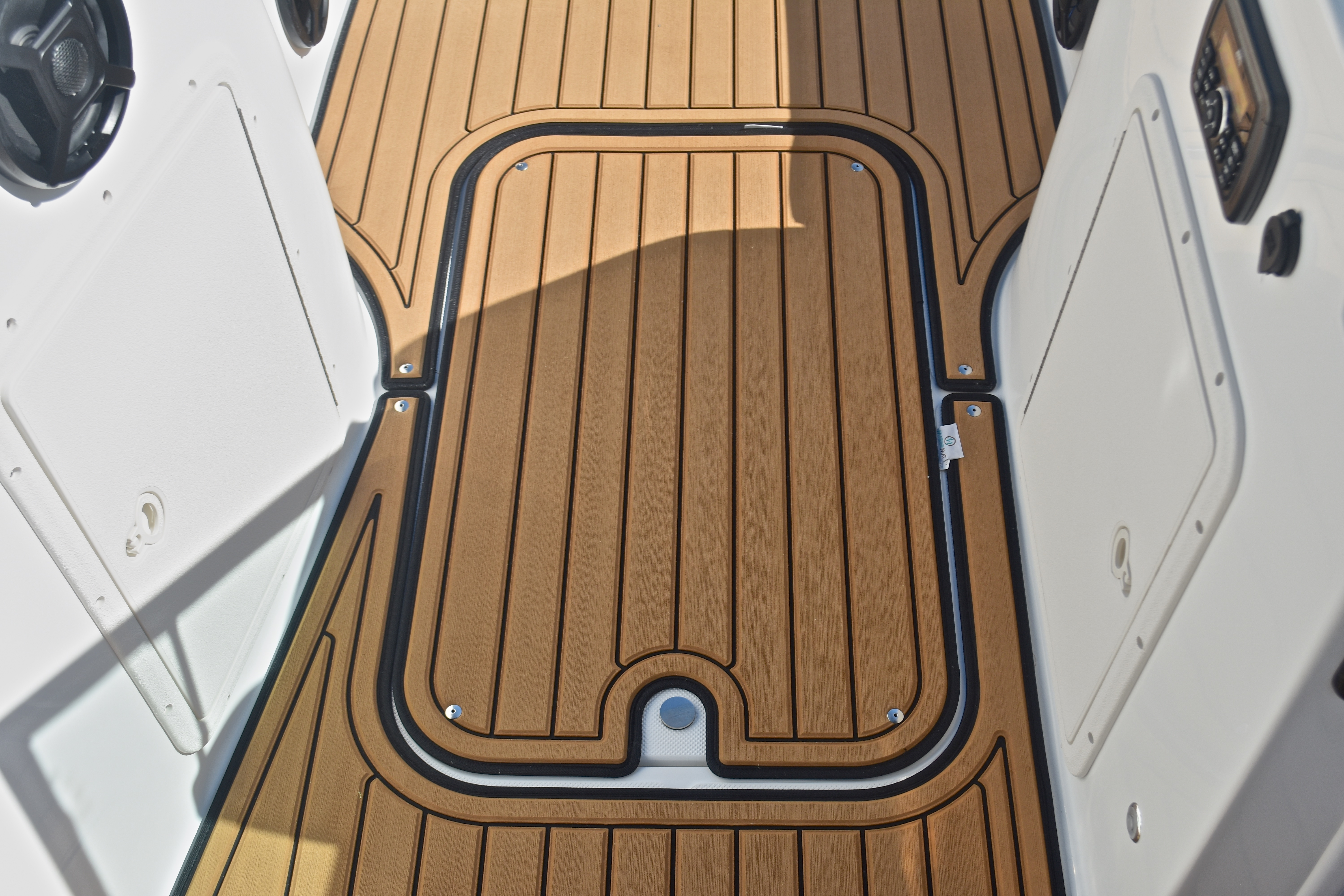 Thumbnail 35 for New 2017 Hurricane SunDeck SD 187 OB boat for sale in West Palm Beach, FL