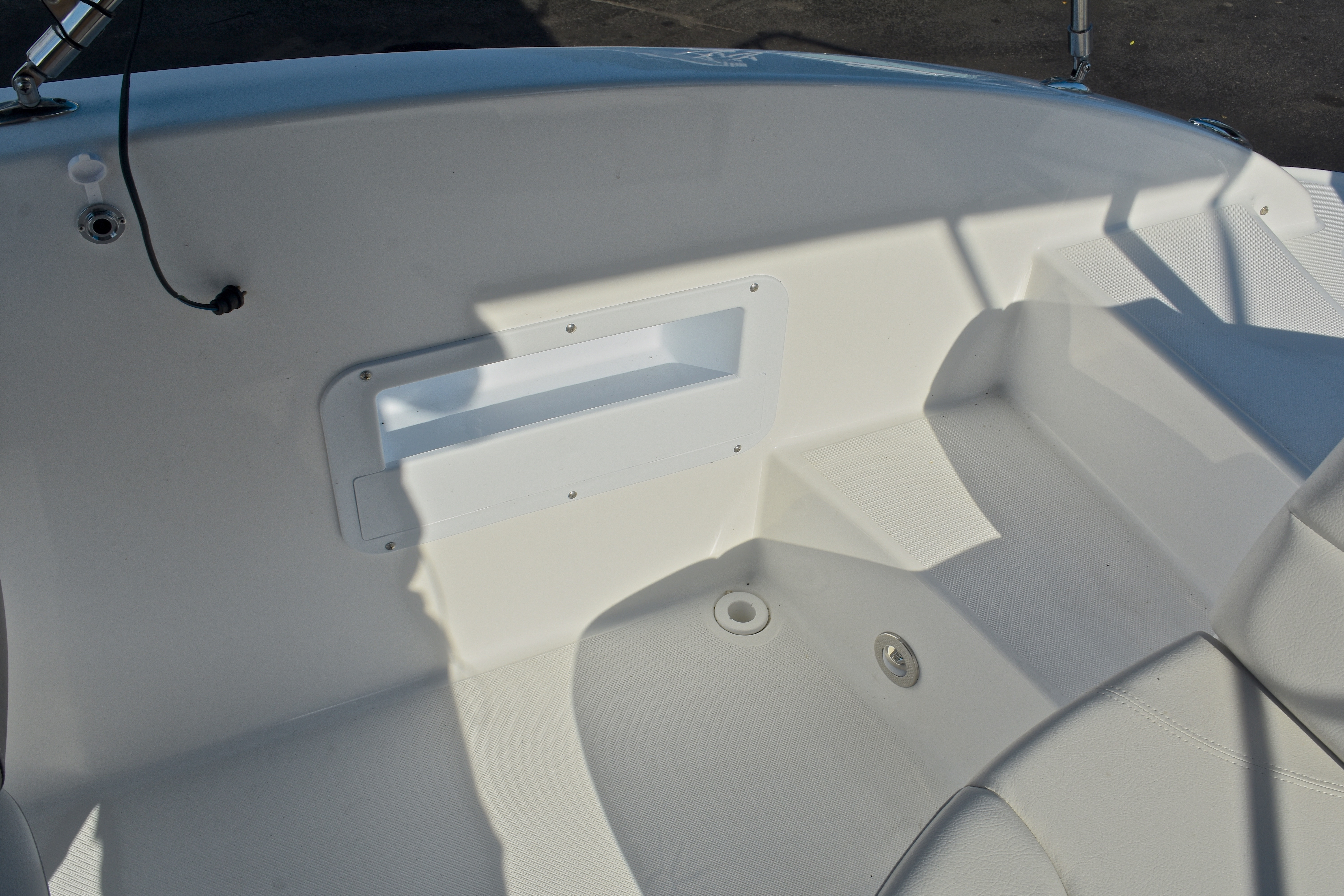 Thumbnail 19 for New 2017 Hurricane SunDeck Sport SS 203 OB boat for sale in West Palm Beach, FL