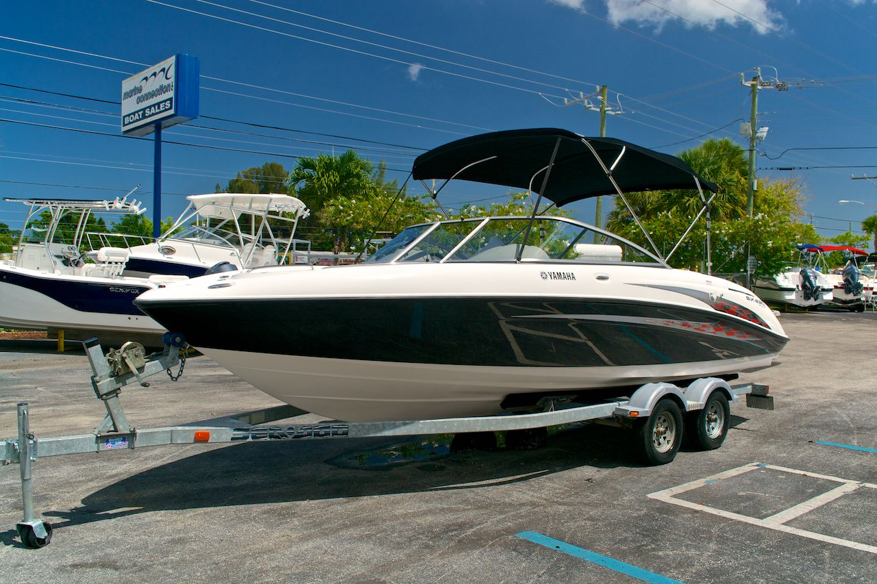 Used 2005 yamaha sx 230 twin engine boat for sale in west for Yamaha boat engine dealers