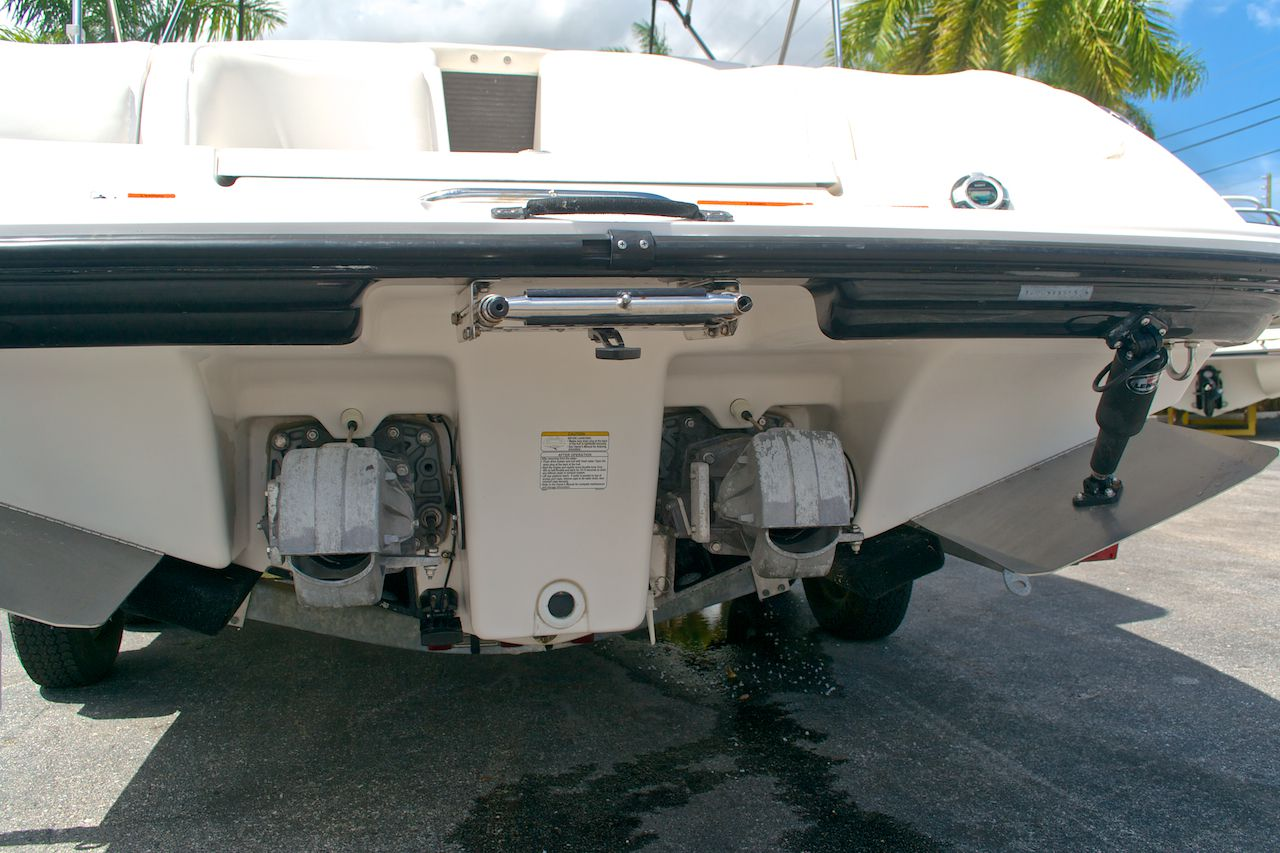 Used 2005 yamaha sx 230 twin engine boat for sale in west for Used yamaha outboard motors for sale in florida