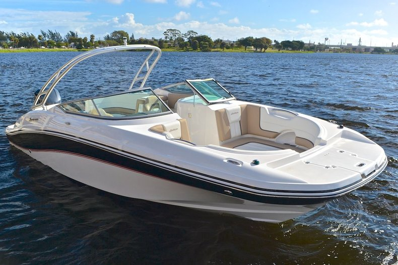 New 2015 Hurricane SunDeck SD 2690 OB boat for sale in West Palm Beach, FL
