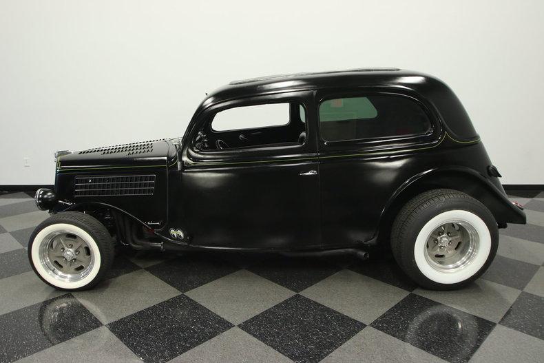 1935 ford 2 door sedan streetside classics the nation for 1935 ford 4 door
