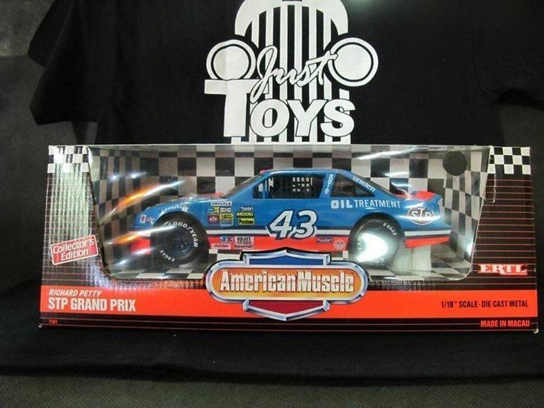 1900 Pontiac NASCAR's #43 Richard Petty STP Grand Prix