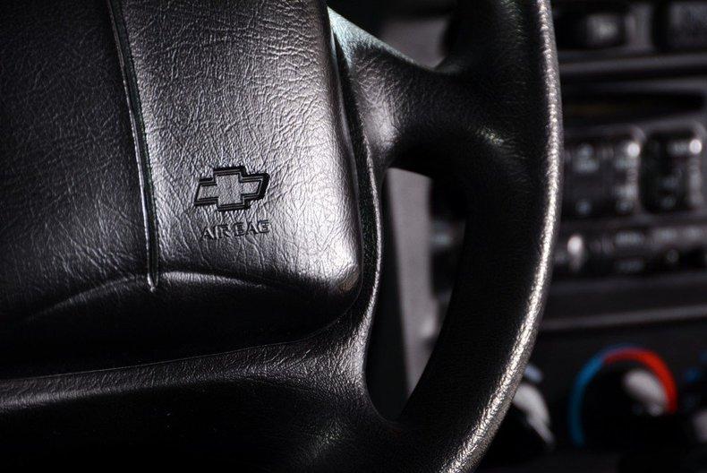 2002 Chevrolet Camaro Image 12