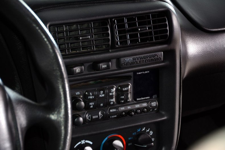 2002 Chevrolet Camaro Image 13