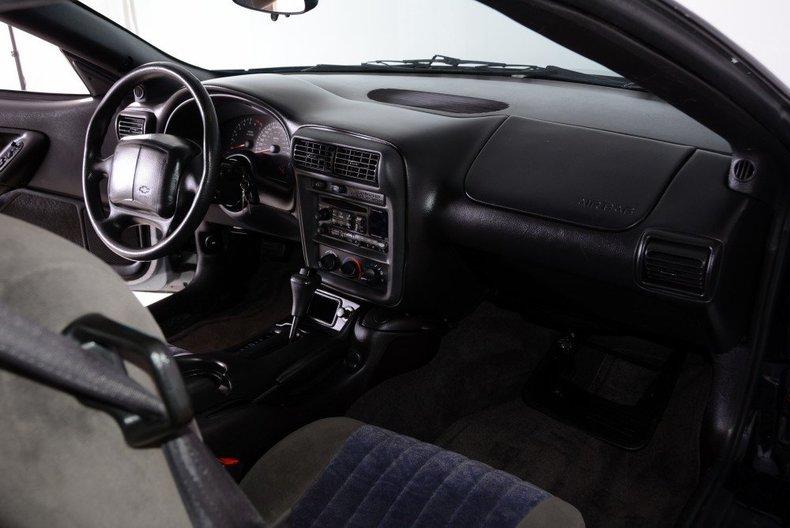 2002 Chevrolet Camaro Image 15