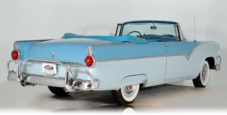 1955 Ford Fairlane Image 3