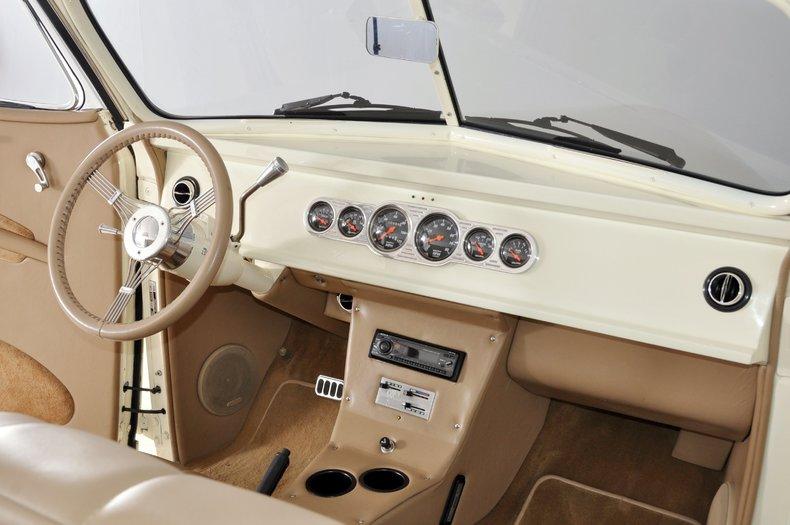 1940 Pontiac Deluxe Image 2