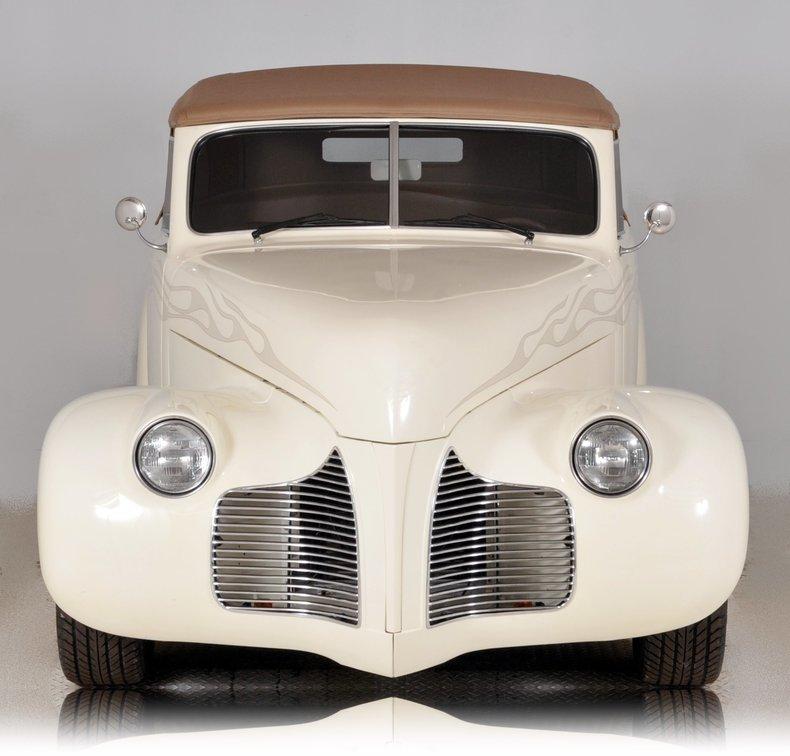 1940 Pontiac Deluxe Image 9