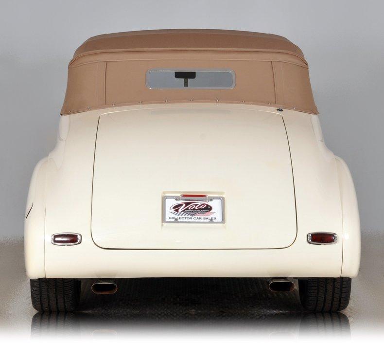 1940 Pontiac Deluxe Image 12