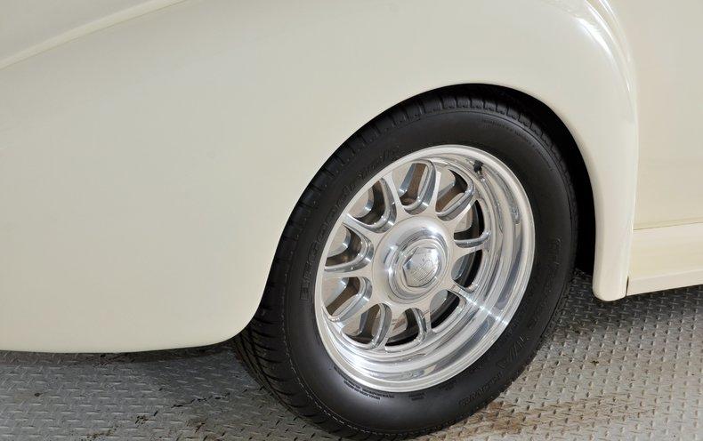 1940 Pontiac Deluxe Image 23