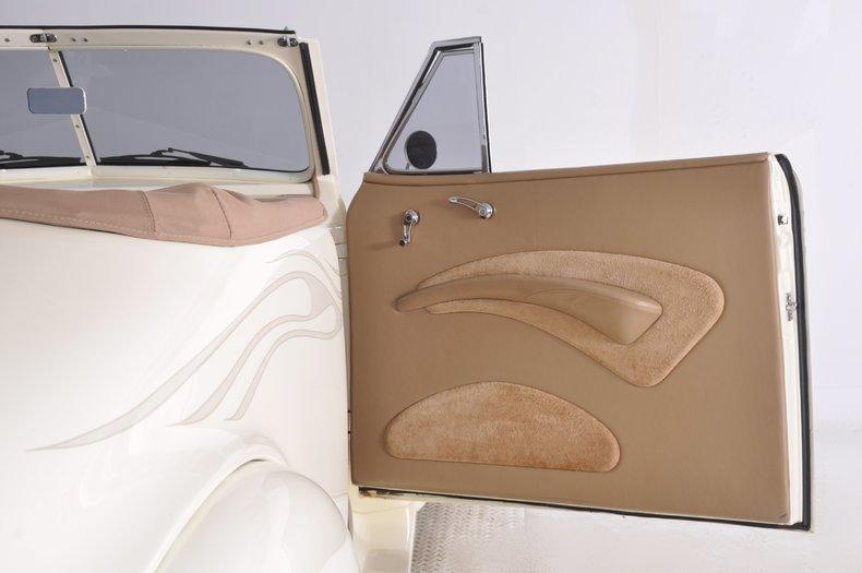 1940 Pontiac Deluxe Image 29