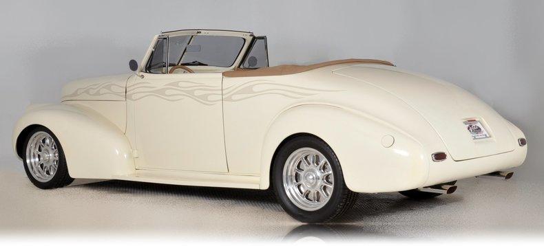 1940 Pontiac Deluxe Image 38