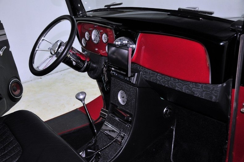 1934 Ford Custom Image 30