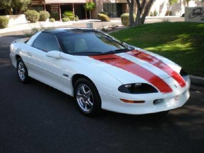 1997 Chevrolet Camero Image 1