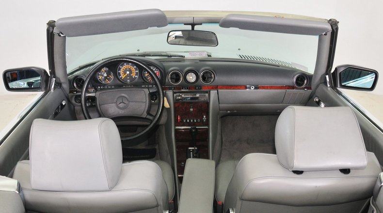 1987 Mercedes-Benz 560SL Image 2