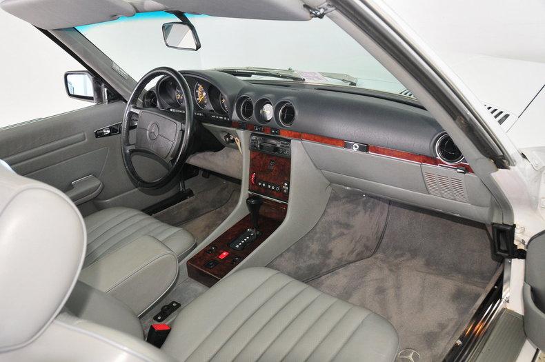 1987 Mercedes-Benz 560SL Image 25