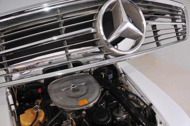 1987 Mercedes-Benz 560SL Image 41