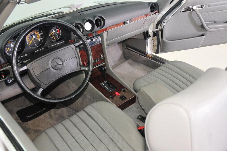 1987 Mercedes-Benz 560SL Image 50
