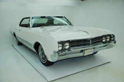 1966 Oldsmobile Starfire Image 1