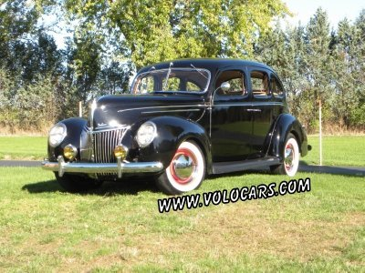 1939 Ford Deluxe Image 1