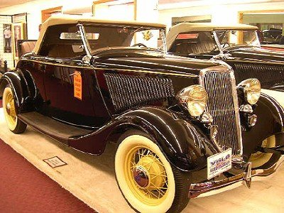 1934 Ford Deluxe Image 1