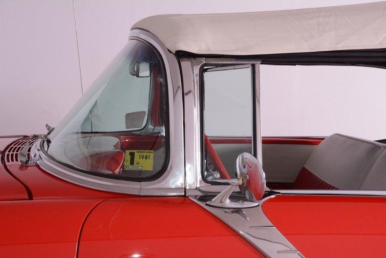 1955 Pontiac Bonneville Image 2