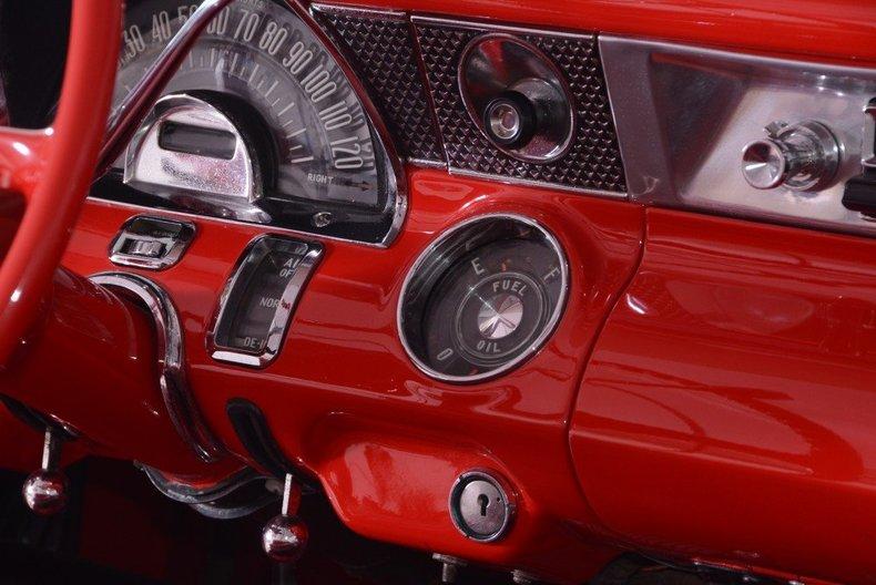 1955 Pontiac Bonneville Image 44