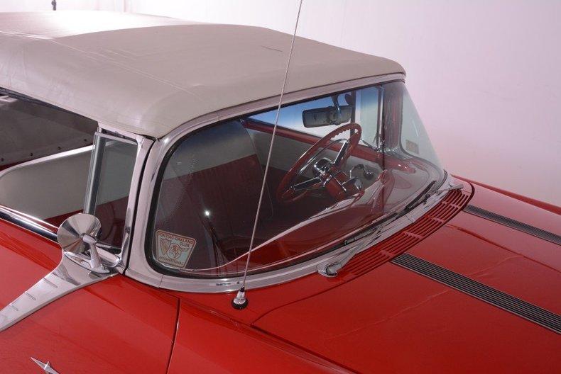 1955 Pontiac Bonneville Image 24