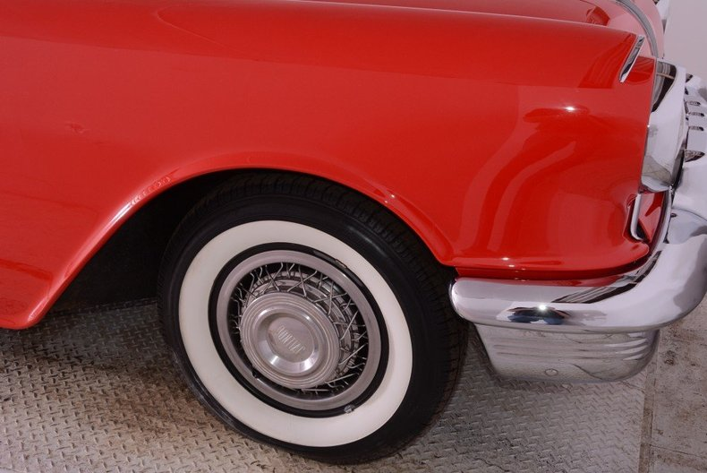 1955 Pontiac Bonneville Image 39