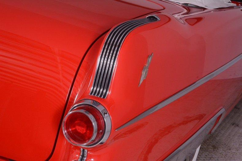1955 Pontiac Bonneville Image 19