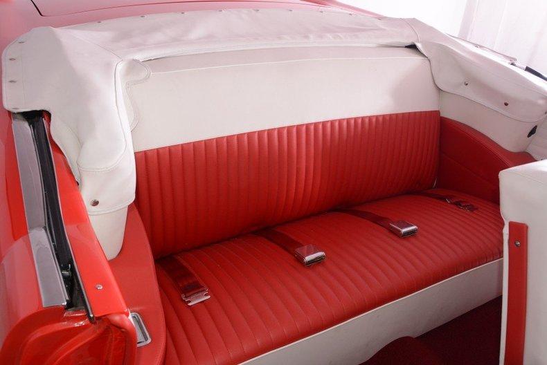 1955 Pontiac Bonneville Image 17