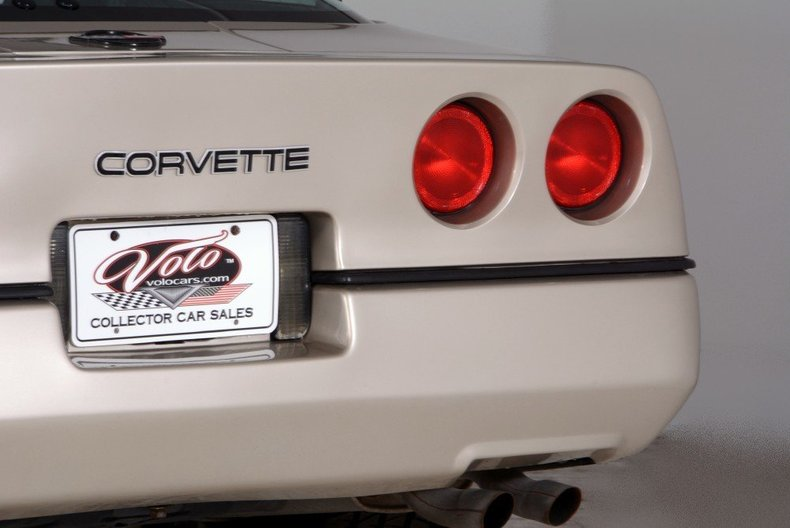 1987 Chevrolet Corvette Image 24