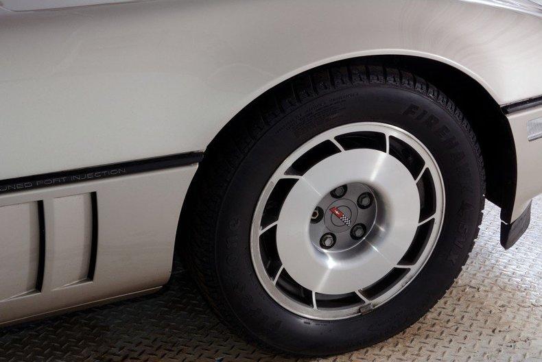 1987 Chevrolet Corvette Image 32