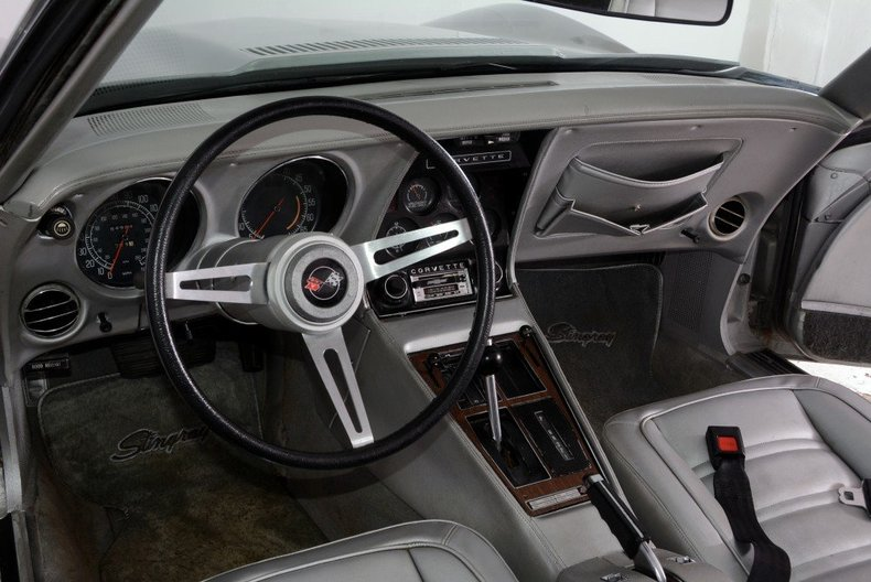 1975 Chevrolet Corvette Image 9